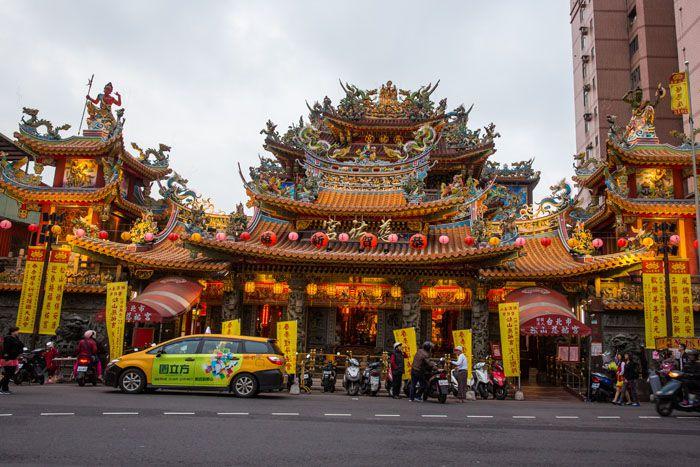 Temple Near Raohe Market