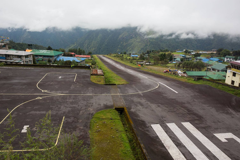 lukla airport runway