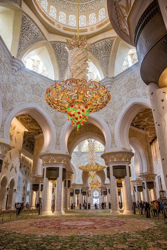 Inside Grand Mosque Abu Dhabi