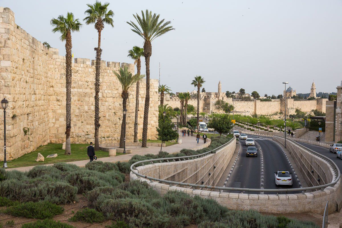 Walking to the Old City