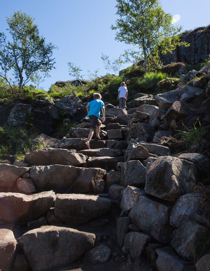 Kids hiking Pulpit Rock