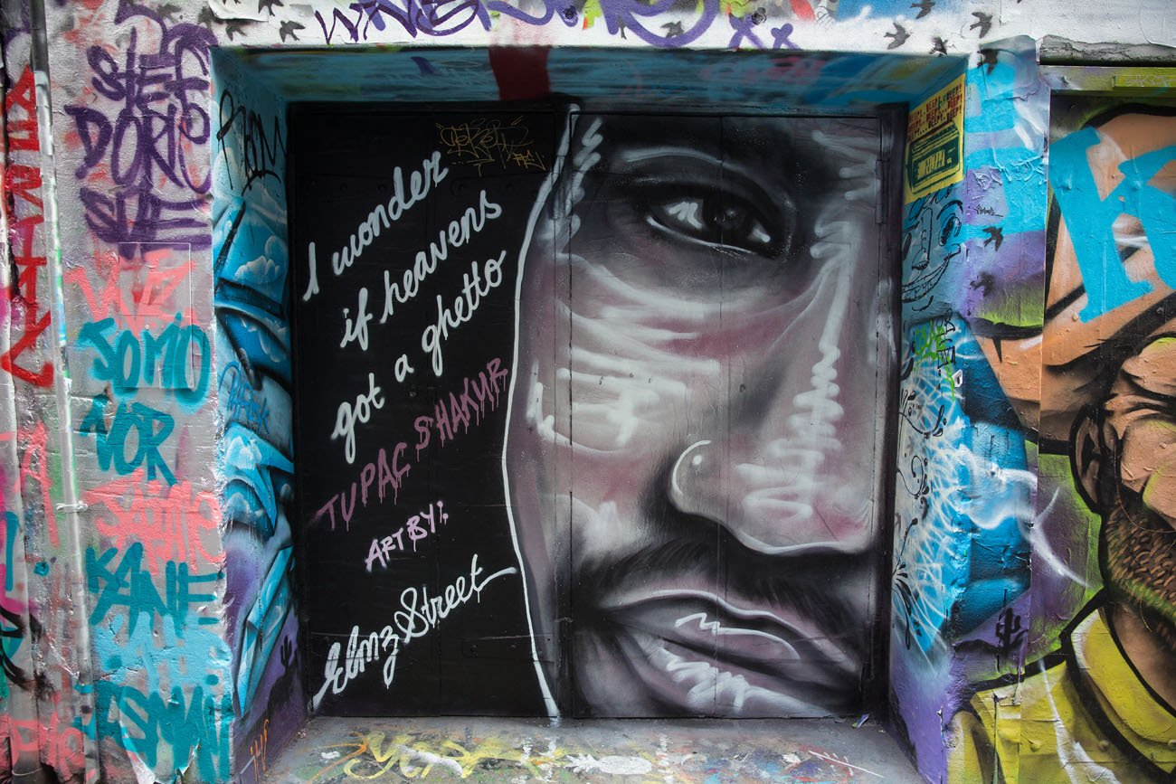 Tupac Graffiti