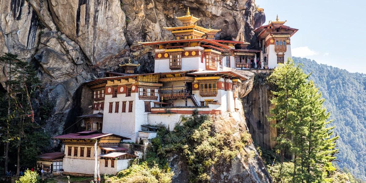 https://www.earthtrekkers.com/one-week-in-bhutan-itinerary-thimphu-punakha-paro/